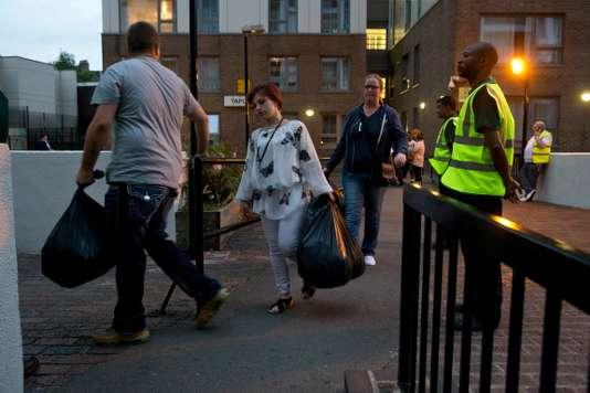 A Londres, cinq tours à risque d'incendie évacuées en urgence - Le Monde