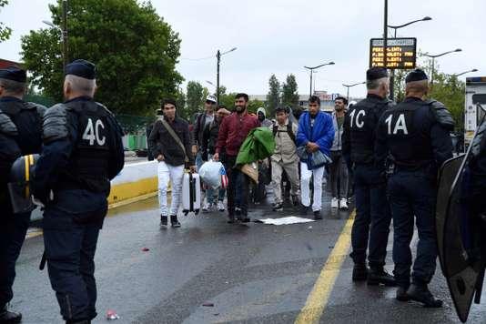 Paris: Philippe Goujon dénonce l'installation de migrants dans son arrondissement
