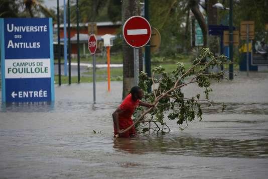 L'ouragan Maria a doublé d'intensité en 24 heures - Le Monde