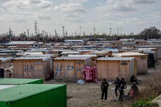 Le campement de migrants de Grande-Synthe en cours d'évacuation - Le Monde