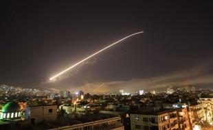 VIDEO. Syrie: La défense aérienne abat des missiles au-dessus de Homs - 20minutes.fr