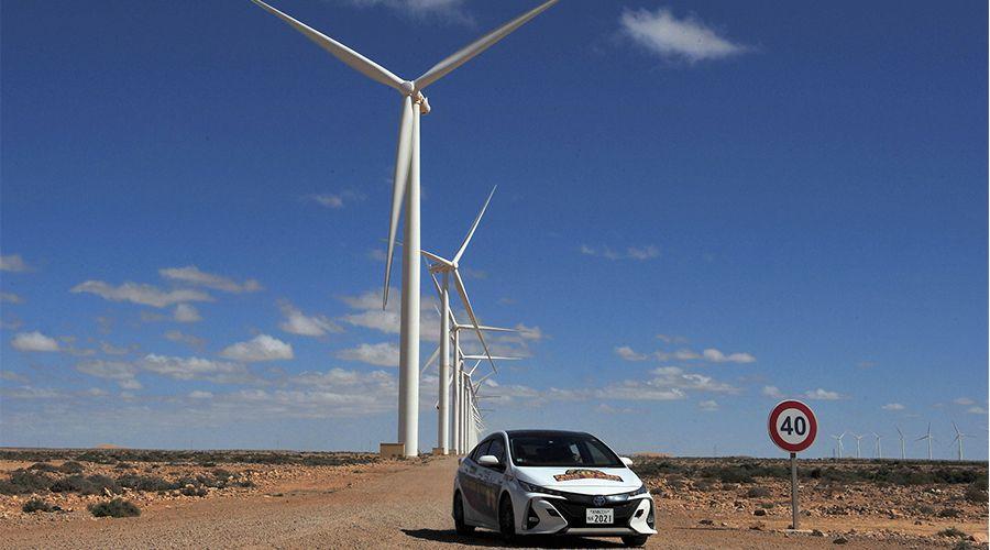 Une Toyota Prius hybride rechargeable parcourt le vrai Paris-Dakar