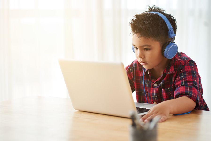 Les enfants français regardent de plus en plus de vidéos sur Internet