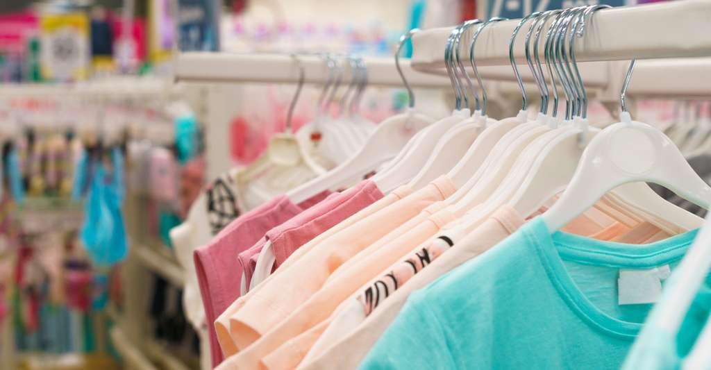 Allergies : mieux vaut laver les vêtements neufs avant de les porter