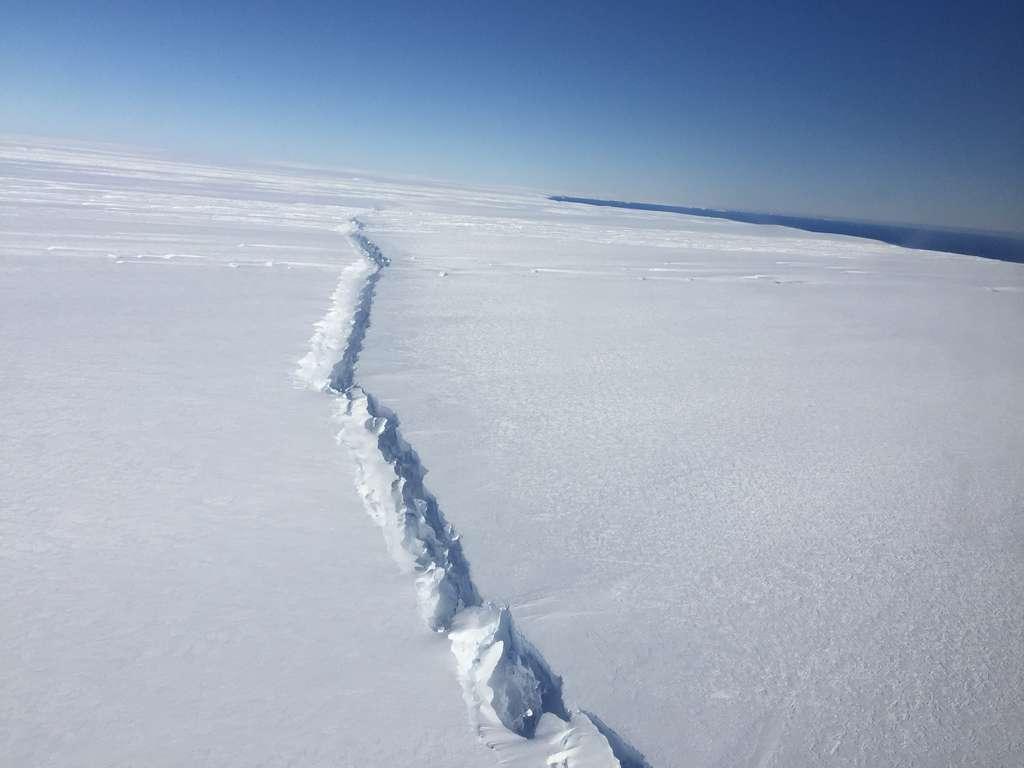 Antarctique : l'un des plus grands icebergs jamais vus prend le large