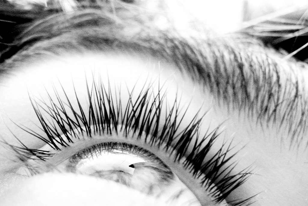 Ces lentilles de contact agissent comme un pansement pour les yeux blessés