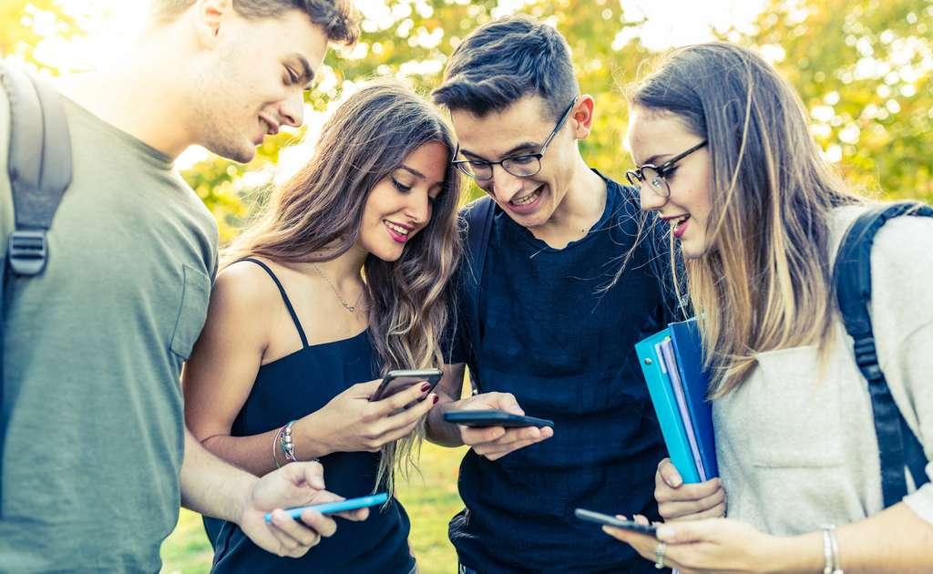 Porter des lunettes est pire pour les adolescents que le temps d'écran