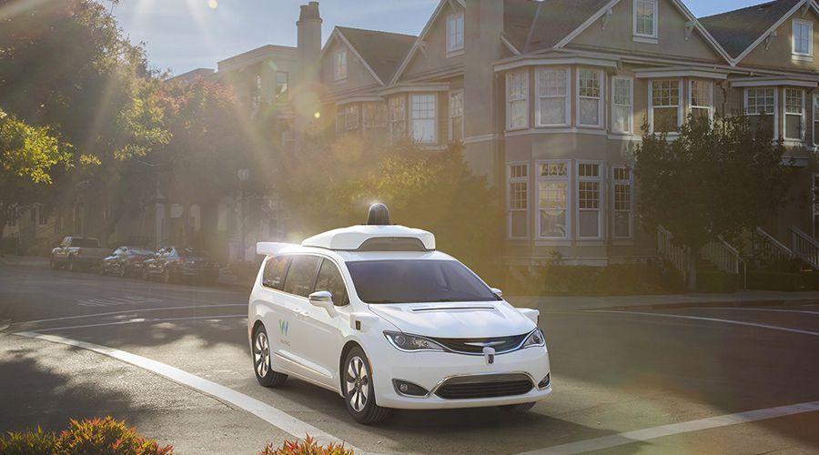 Les véhicules autonomes Waymo attaqués comme au temps des diligences