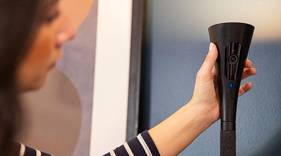 Panasonic niche une caméra de surveillance dans un luminaire