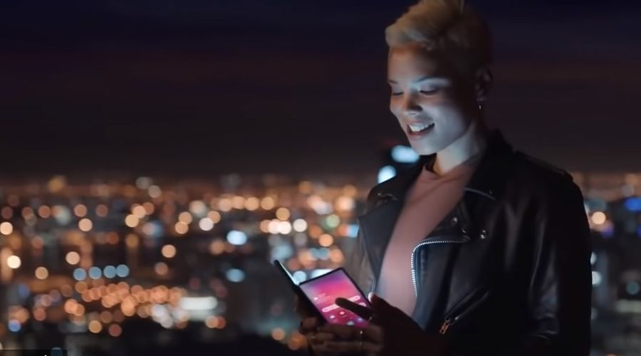 Le smartphone pliable de Samsung se montre dans une vidéo...