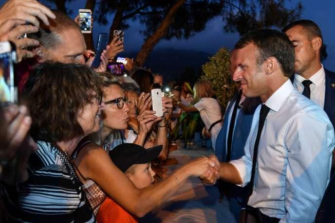 Retraites, PMA: Macron aborde avec prudence une rentrée à risques
