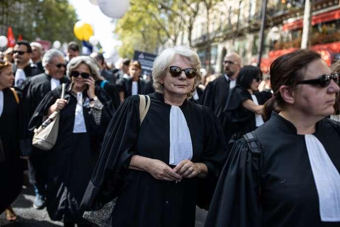 «Retraite plus chère, justice précaire»: les avocats se mobilisent contre la réforme de leur régime