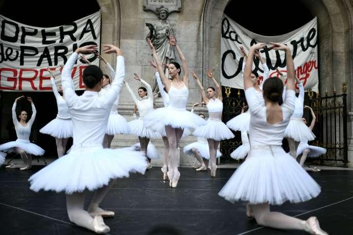 Retraites: le ballet de la grève des danseurs de l'Opéra de Paris