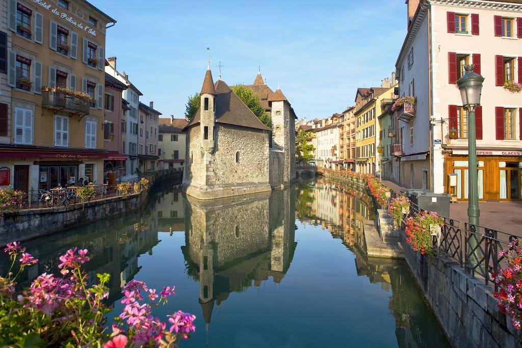 Airbnb - Location Studio Annecy coeur de vieille ville en Haute Savoie