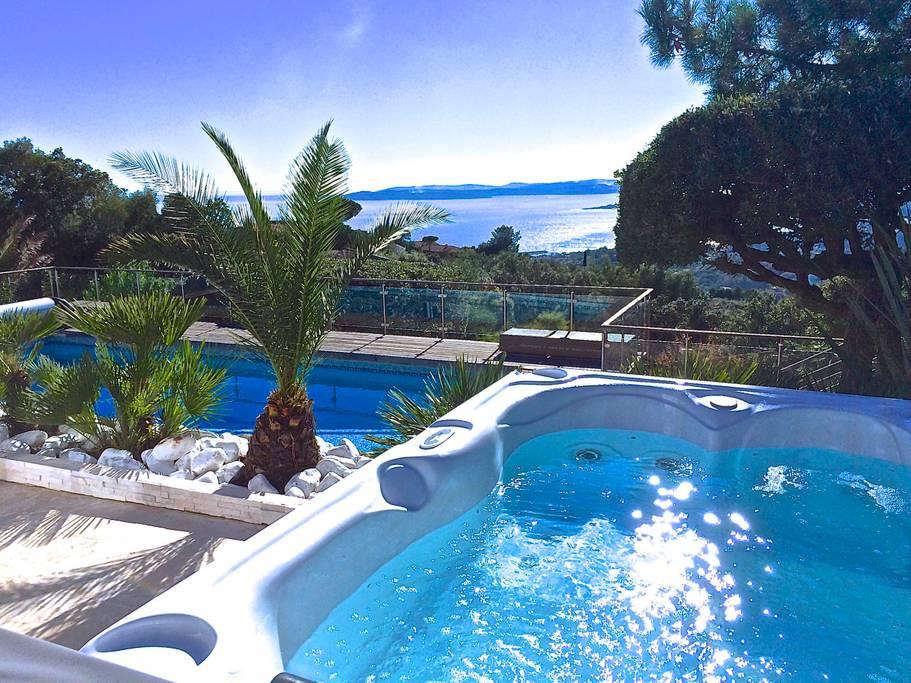 Airbnb - Villa 5* Les Issambres Vue mer, Piscine chauffée à Roquebrune-sur-Argens dans le Var