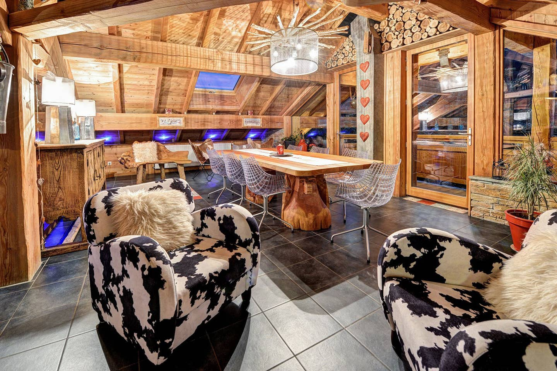 Airbnb - Chalet Luxe Cerf Che 10 personnes avec piscine et sauna