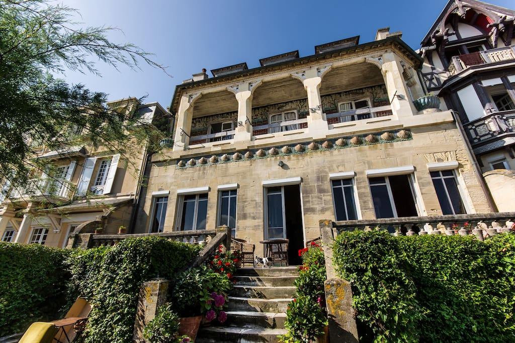 Airbnb - Location Villa Art-nouveau vue mer à Lion-sur-Mer en Normandie