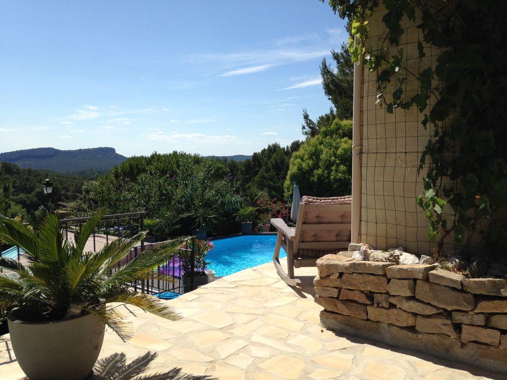 Abritel Location Les Baux-de-Provence - Maison avec piscine sur vue imprenable aux Baux de Provence
