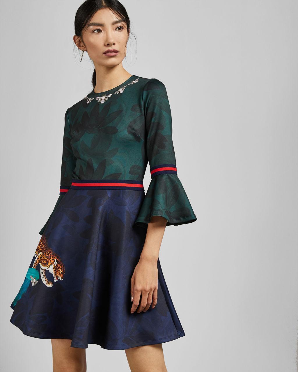 a15cf06aa13f3 Ted Baker EMILEEN Robe patineuse à imprimé Houdiini Bleu marine - Robe Femme  Ted Baker  (Mode) ... et d une jupe patineuse pour sublimer votre look.