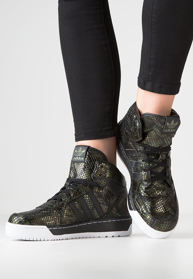 chaussures montantes femme adidas
