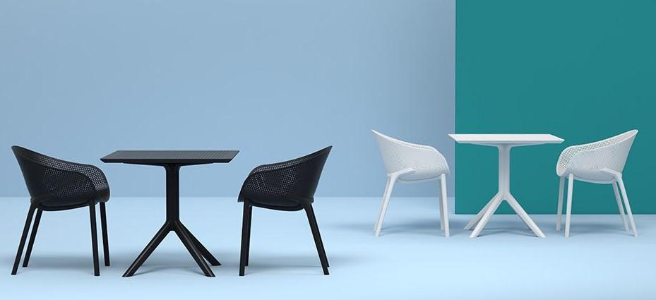 Chaises design noires OSKOL empilables intérieur / extérieur (lot de 4)