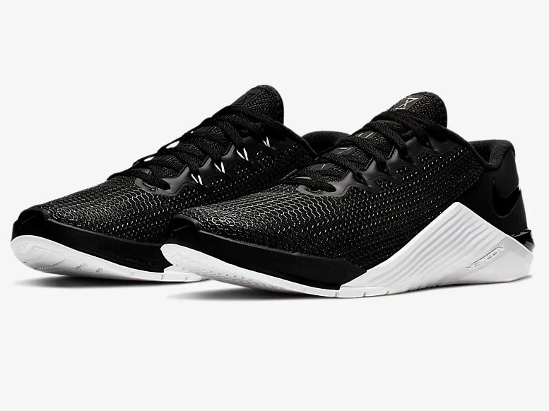 Nike Metcon 5 Noir/Blanc/Gris loup/Noir pour Femme