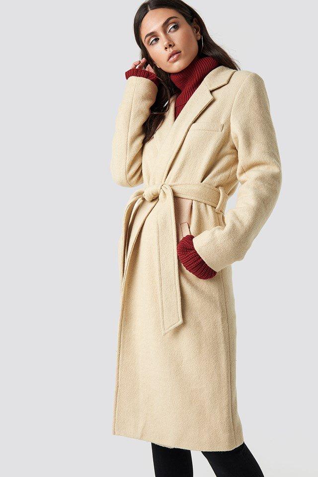 Manteau classique ceinturé beige Dilara x NA-KD