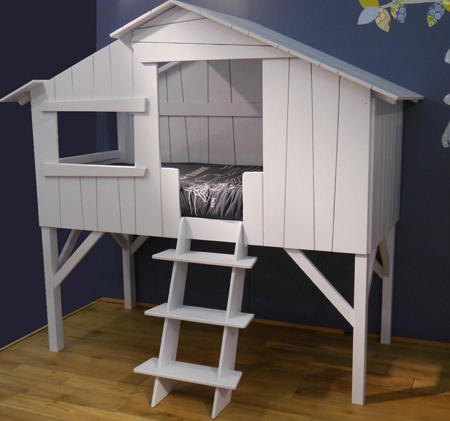 Lit enfant style cabane en bois laqué François Lamazerolles