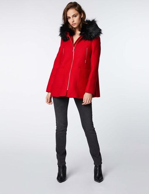 Manteau trapèze avec capuche fourrée Rouge Morgan
