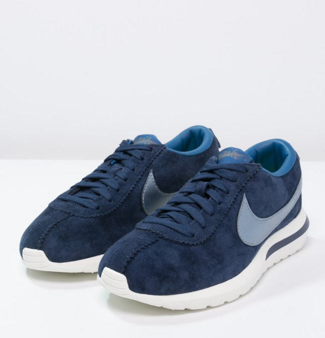 newest a36a0 511d0 Nike Sportswear ROSHE CORTEZ PREMIUM Baskets basses mid navy metallic blue  desk crystal blue