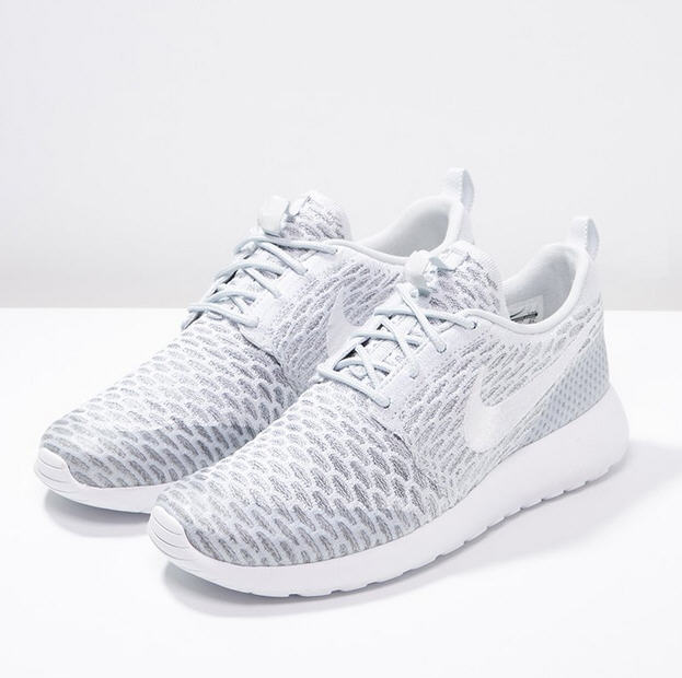 Nike Sportswear ROSHE ONE FLYKNIT Baskets basses pure