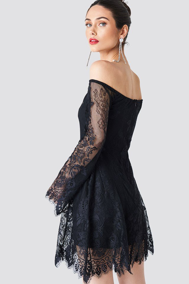 Mini-robe en dentelle à épaules dénudées NA-KD Party