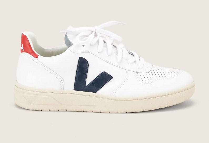 f26fae325cc2 Veja Sneakers en cuir blanc et bleu pas cher - Baskets Femme Monshowroom   (Mode)  Monshowroom Veja Sneakers en cuir blanc et bleu Veja Sneakers en  cuir ...
