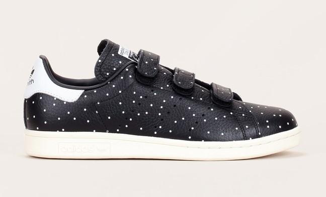 Sneakers en cuir noir imprimé pois blanc talon contrasté