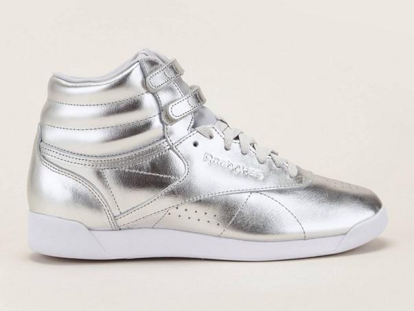 4c9614002d378 Reebok Hi Metallic Sneakers montantes en cuir argent - Baskets Femme  Monshowroom  (Mode)  Monshowroom Reebok Hi Metallic Sneakers montantes en  cuir argent ...
