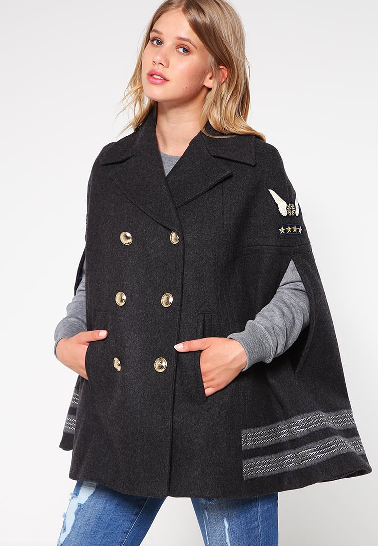 Manteau court avec capuche femme