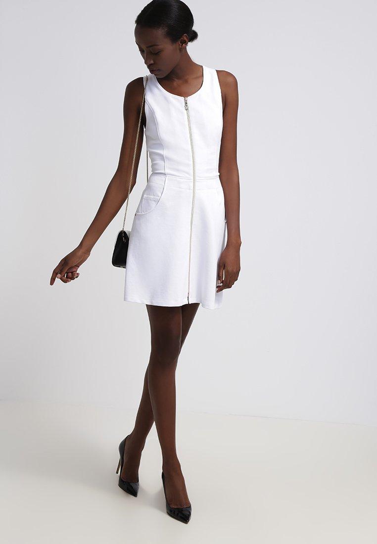 9702db514ef Versace Jeans Robe en jersey bianco - Robe Zalando - Iziva.com